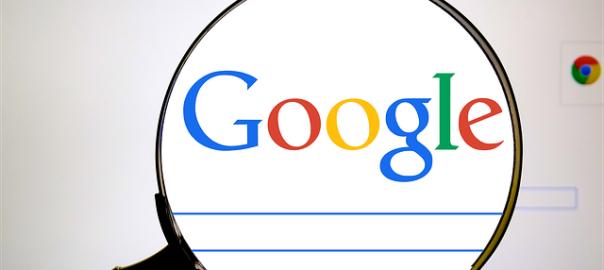 Google Webseite mit Lupe