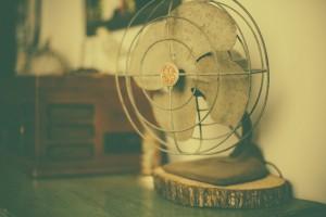Ventilator auf Tisch